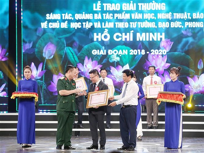 Awards promote studying and following Ho Chi Minh's ideology hinh anh 6