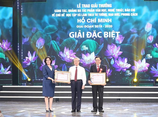 Awards promote studying and following Ho Chi Minh's ideology hinh anh 4