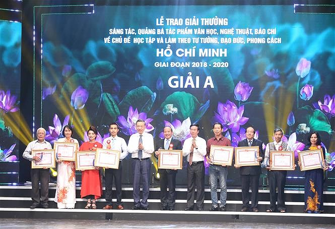 Awards promote studying and following Ho Chi Minh's ideology hinh anh 5