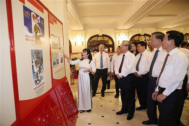 Awards promote studying and following Ho Chi Minh's ideology hinh anh 7
