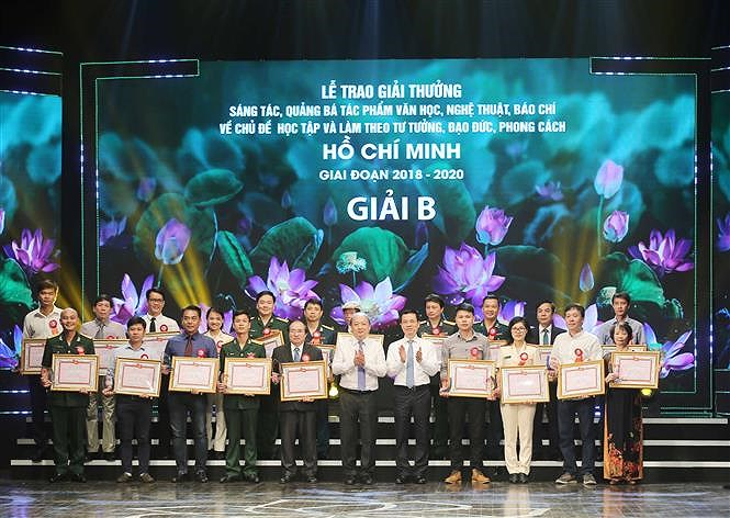 Awards promote studying and following Ho Chi Minh's ideology hinh anh 2