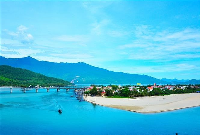 Hai Van pass, the best coast road in central Vietnam hinh anh 1