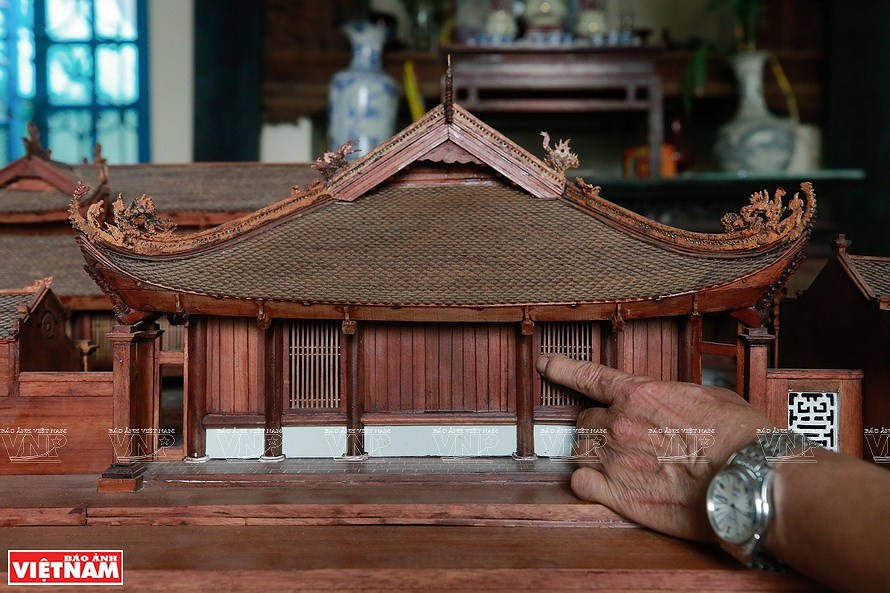 Smallest wooden miniature of communal house in Vietnam hinh anh 1