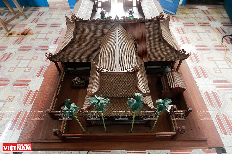 Smallest wooden miniature of communal house in Vietnam hinh anh 10