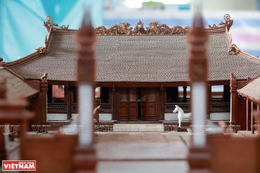Smallest wooden miniature of communal house in Vietnam hinh anh 3