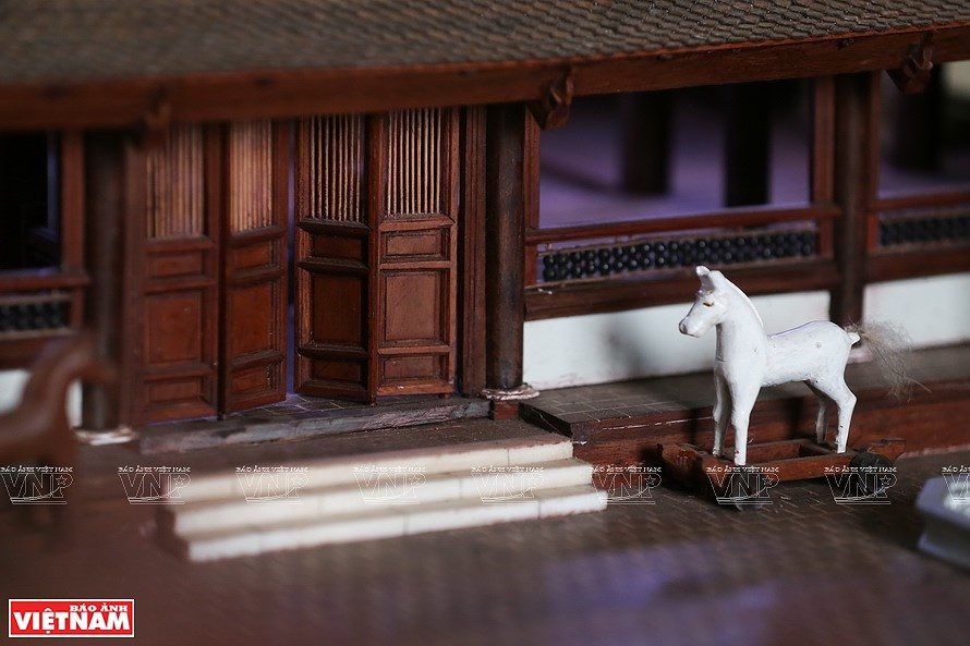 Smallest wooden miniature of communal house in Vietnam hinh anh 5