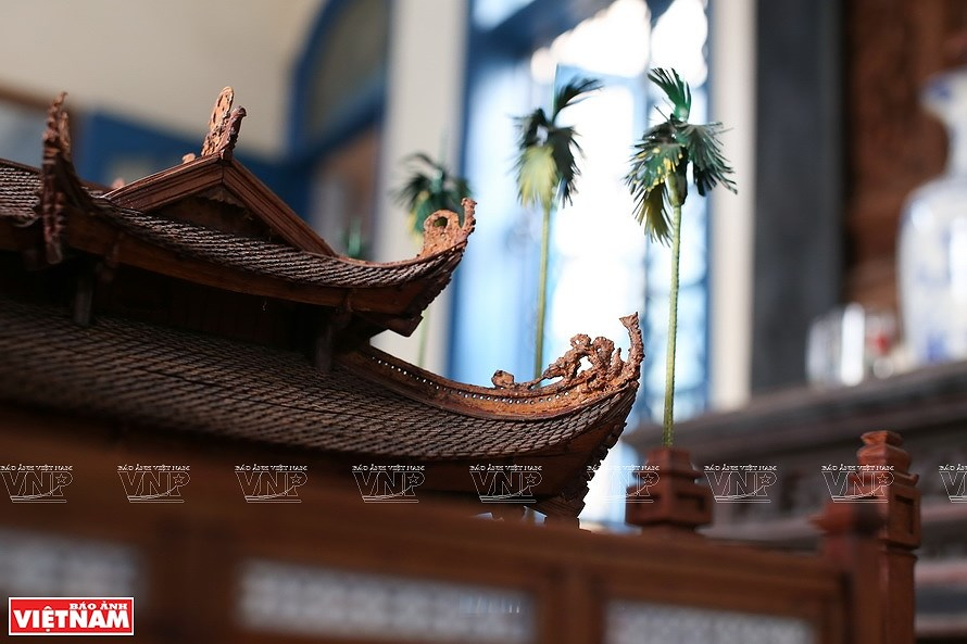 Smallest wooden miniature of communal house in Vietnam hinh anh 8