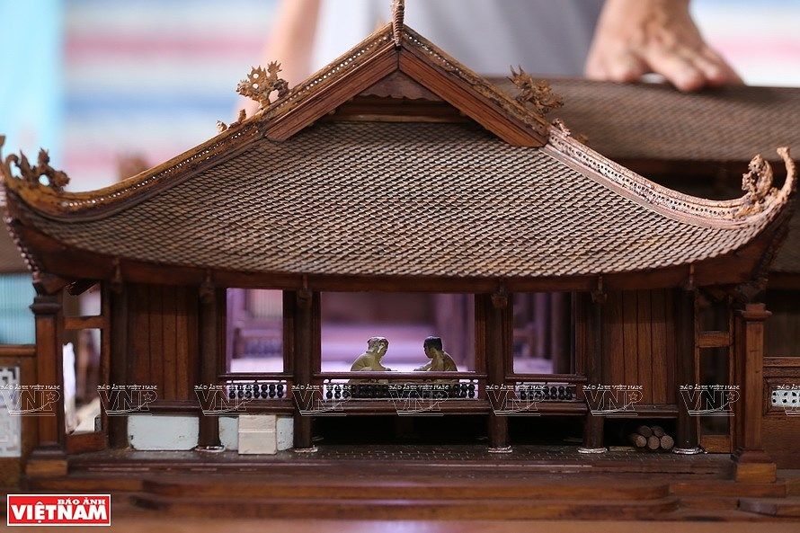 Smallest wooden miniature of communal house in Vietnam hinh anh 9