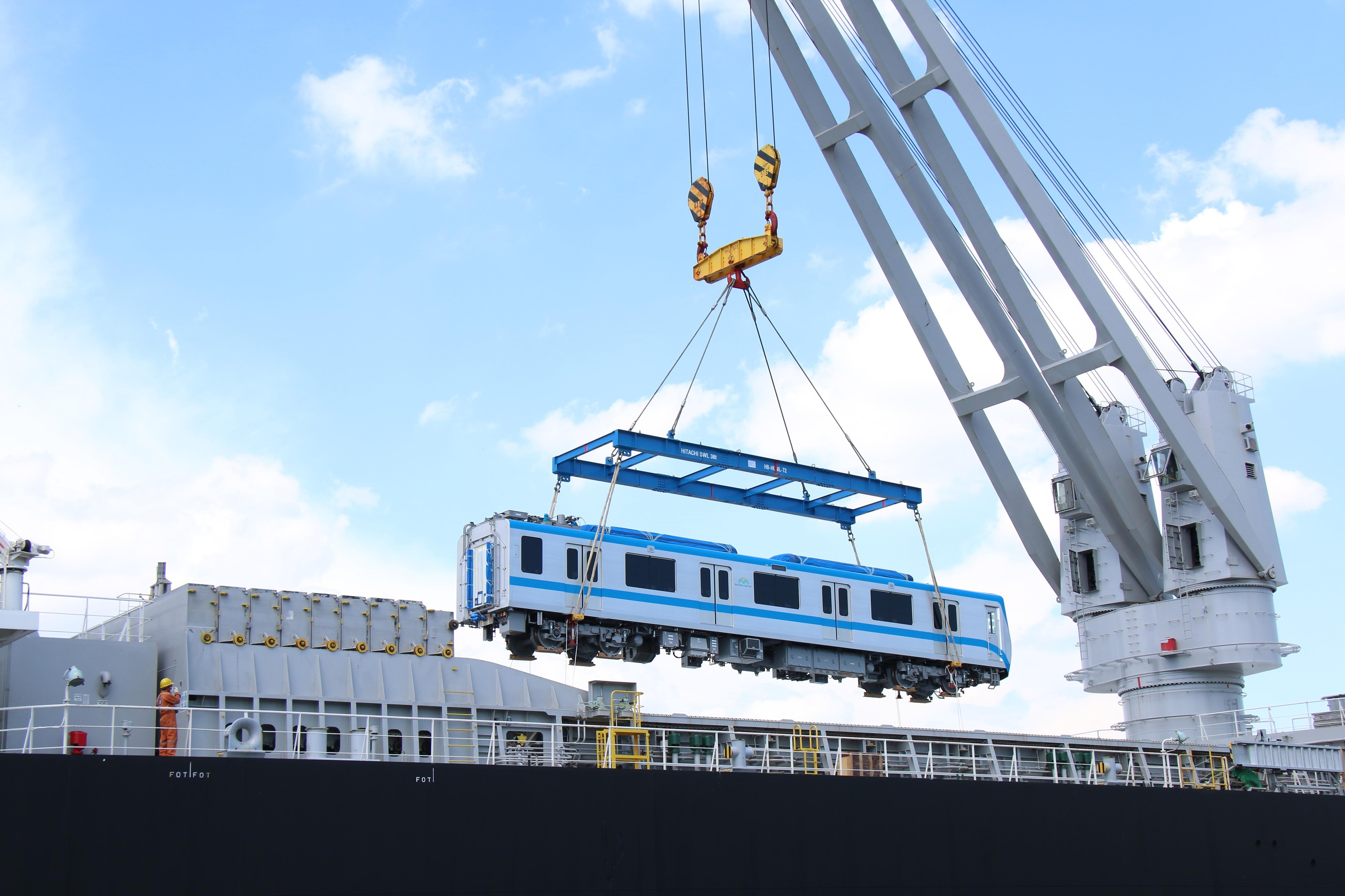 HCM City receives two more trains for Metro Line No.1 hinh anh 3
