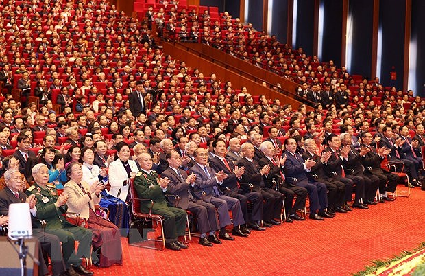 Foreign experts herald Vietnam's successes hinh anh 1