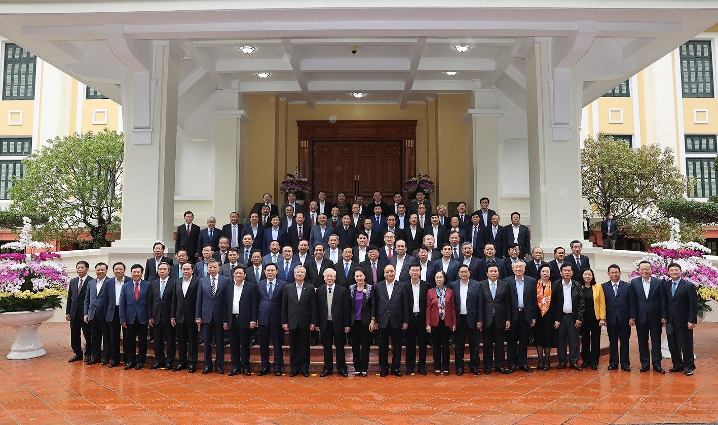 Politburo holds meeting with former Party officials hinh anh 2