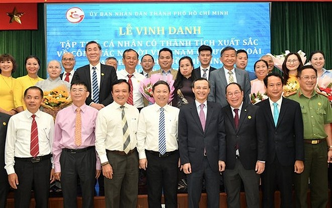 17 collectives, 33 individuals honoured for overseas Vietnamese affairs hinh anh 1