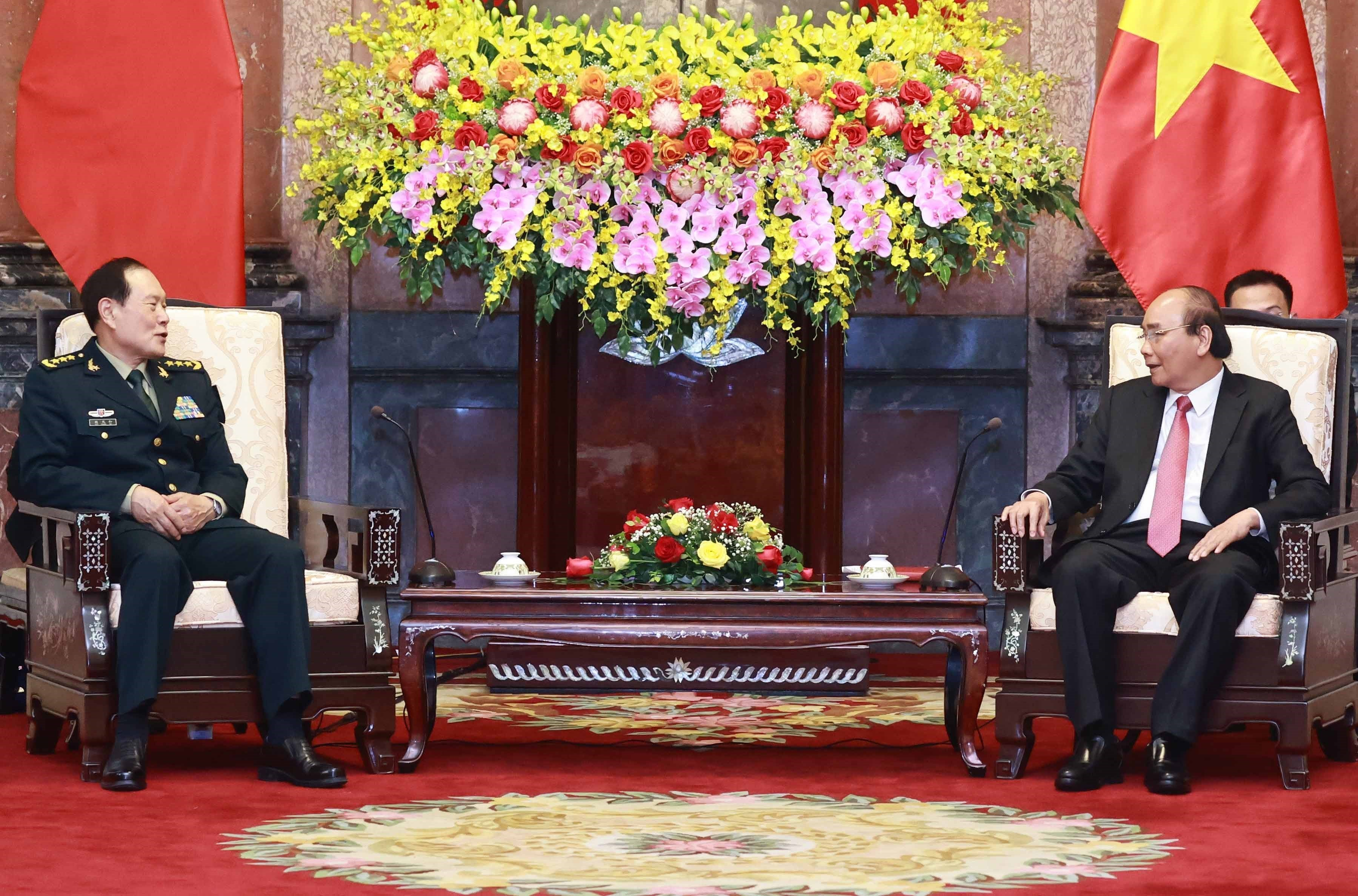 Armies' successful ties help reinforce Vietnam-China relations: President hinh anh 1