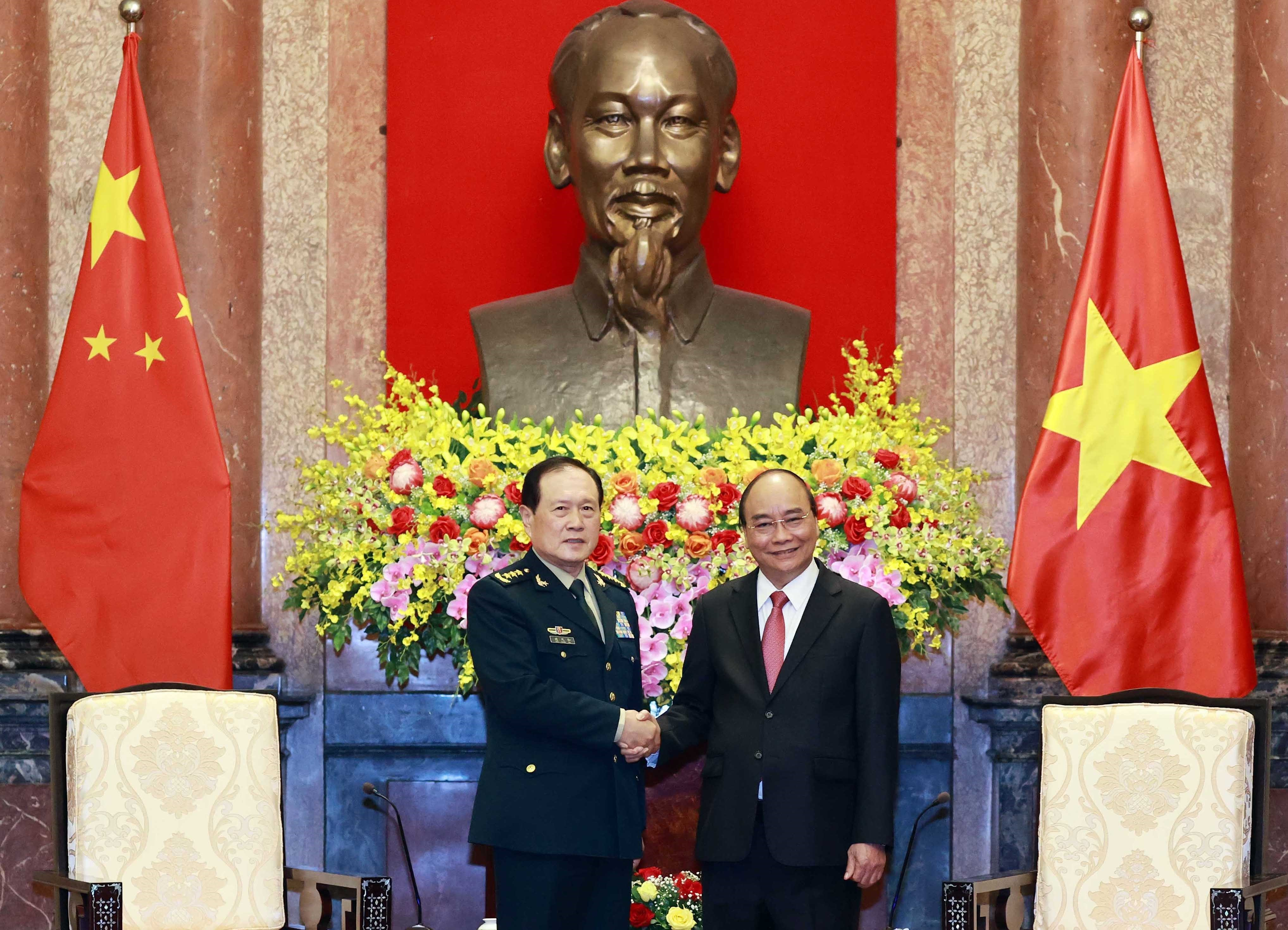Armies' successful ties help reinforce Vietnam-China relations: President hinh anh 2