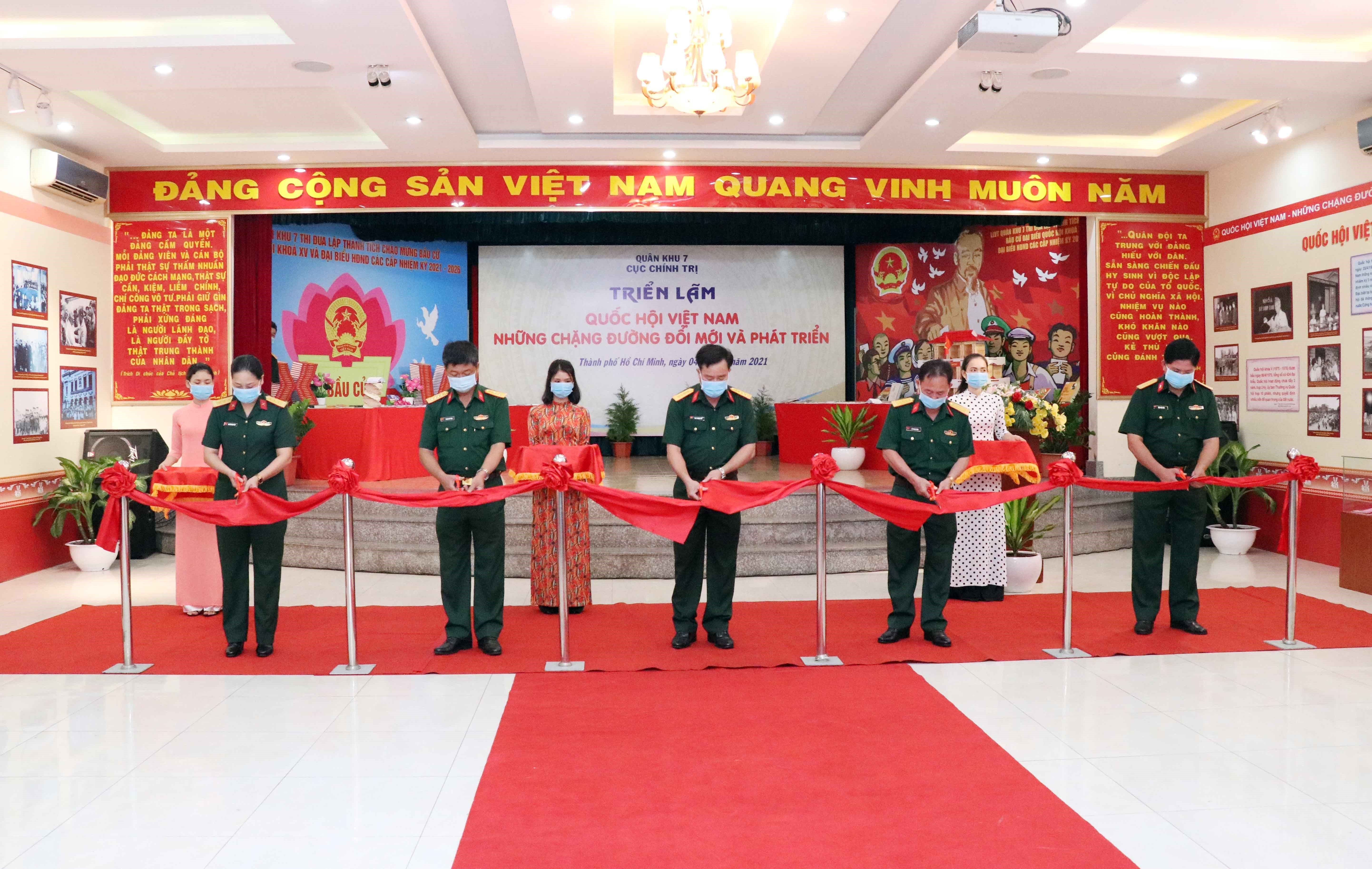 Exhibition on National Assembly opens in HCM City hinh anh 1
