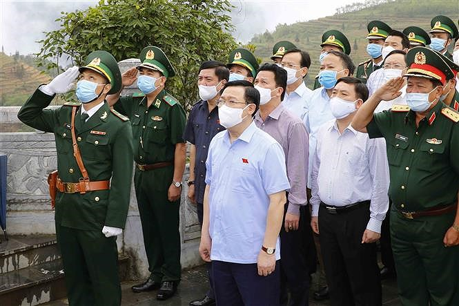 NA leader inspects preparations for elections in Ha Giang hinh anh 1