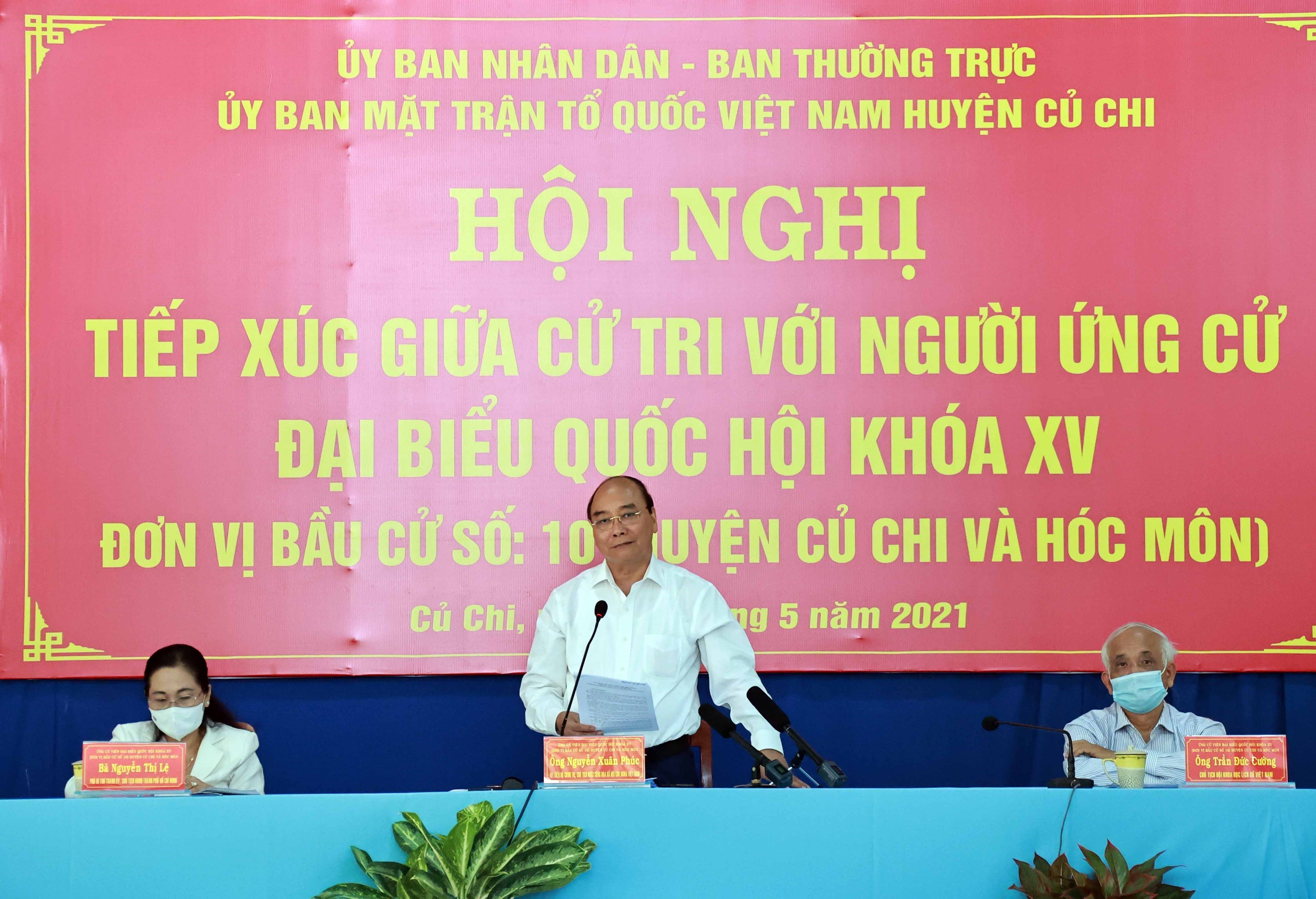 State President Nguyen Xuan Phuc meets voters in Ho Chi Minh City hinh anh 1