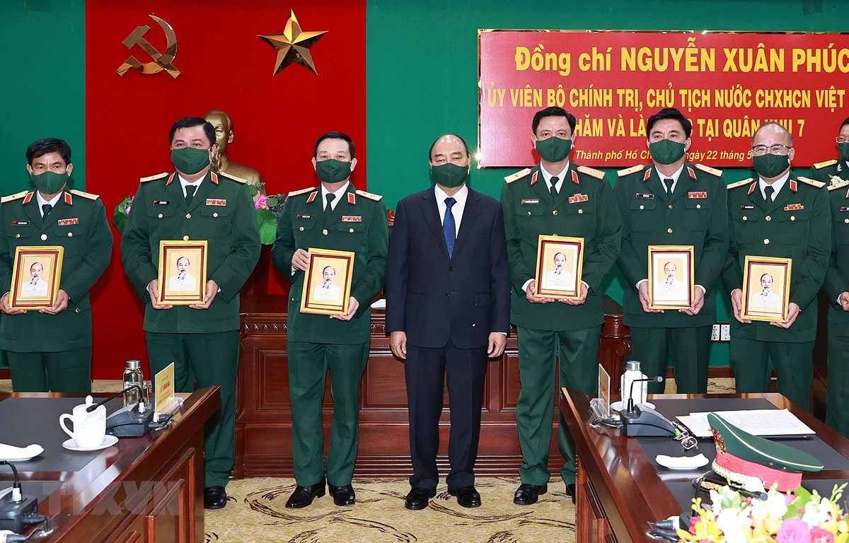 President inspects combat readiness in Military Region 7 hinh anh 1