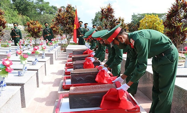 Kon Tum lays martyrs' remains to rest hinh anh 1