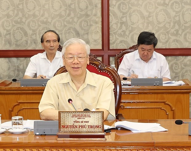 Politburo agrees on continued support for pandemic-hit employees, employers hinh anh 1