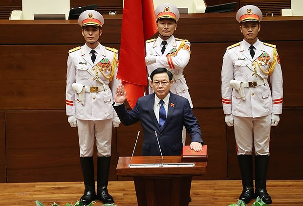NA Chairman receives congratulations from Chinese top legislator hinh anh 1