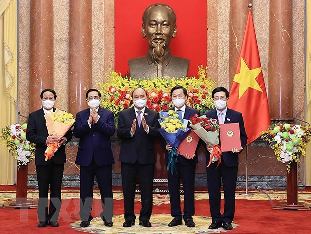 President hands over appointment decisions to members of new-term Government hinh anh 1
