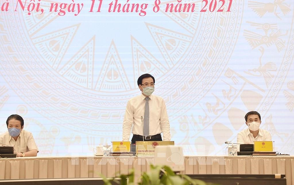 Government exerts every effort to fight pandemic, ensure sustainable growth: Minister hinh anh 1