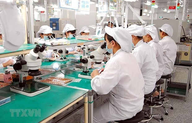 Vietnam's exports of phones, components continue to surge hinh anh 1