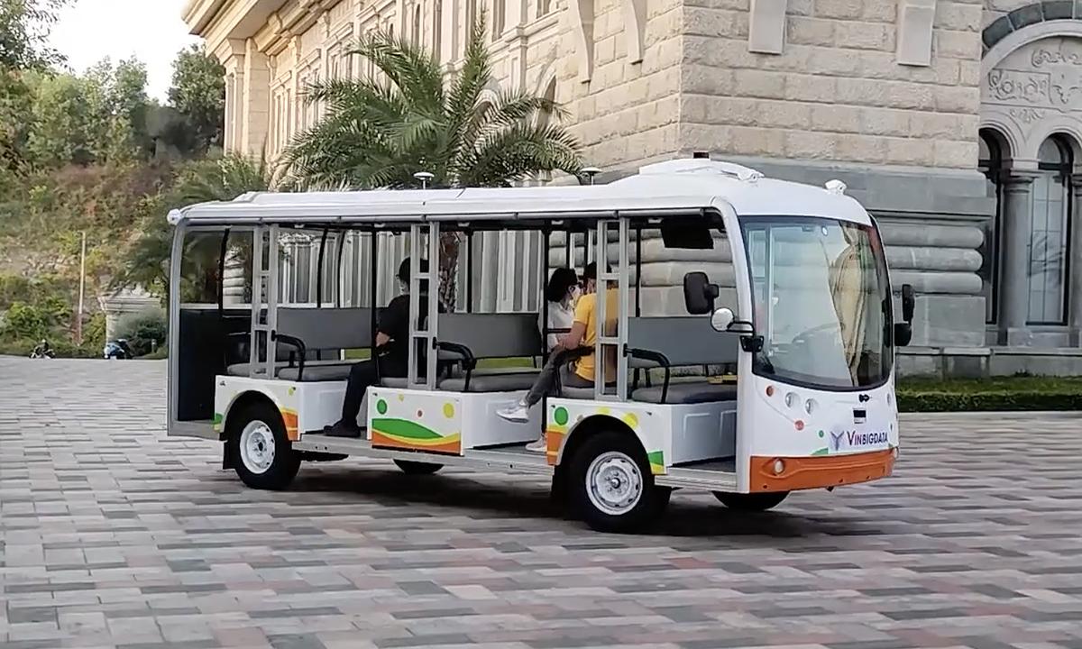 Vingroup tests self-driving electric vehicle in Nha Trang hinh anh 1