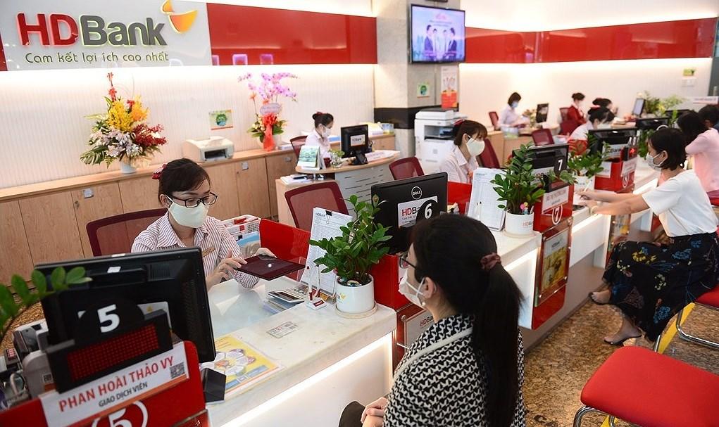 HDBank wins twin international banking awards hinh anh 1