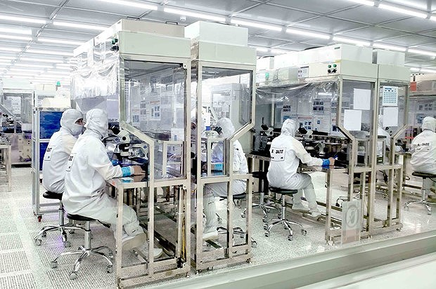 Vietnam's overseas investment soars 74 percent in eight months hinh anh 1