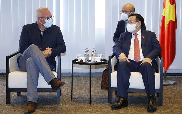 NA Chairman meets leader of Workers' Party of Belgium hinh anh 1