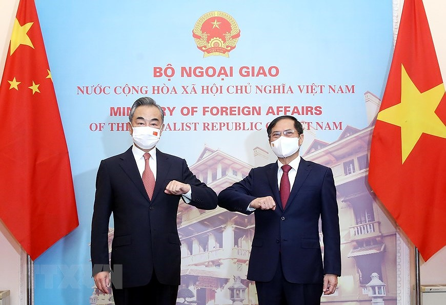 Foreign ministers talk measures for strengthening Vietnam - China ties hinh anh 1