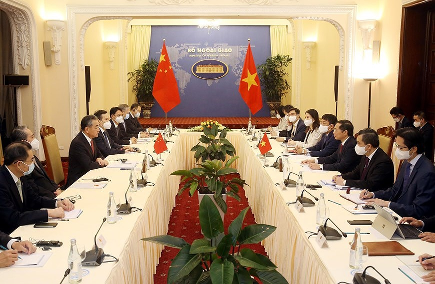 Foreign ministers talk measures for strengthening Vietnam - China ties hinh anh 2