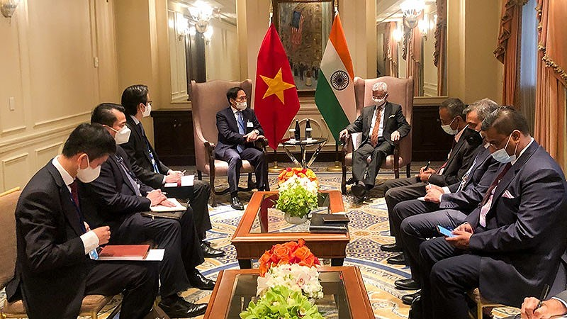 Foreign Minister Bui Thanh Son meets foreign counterparts in New York hinh anh 2