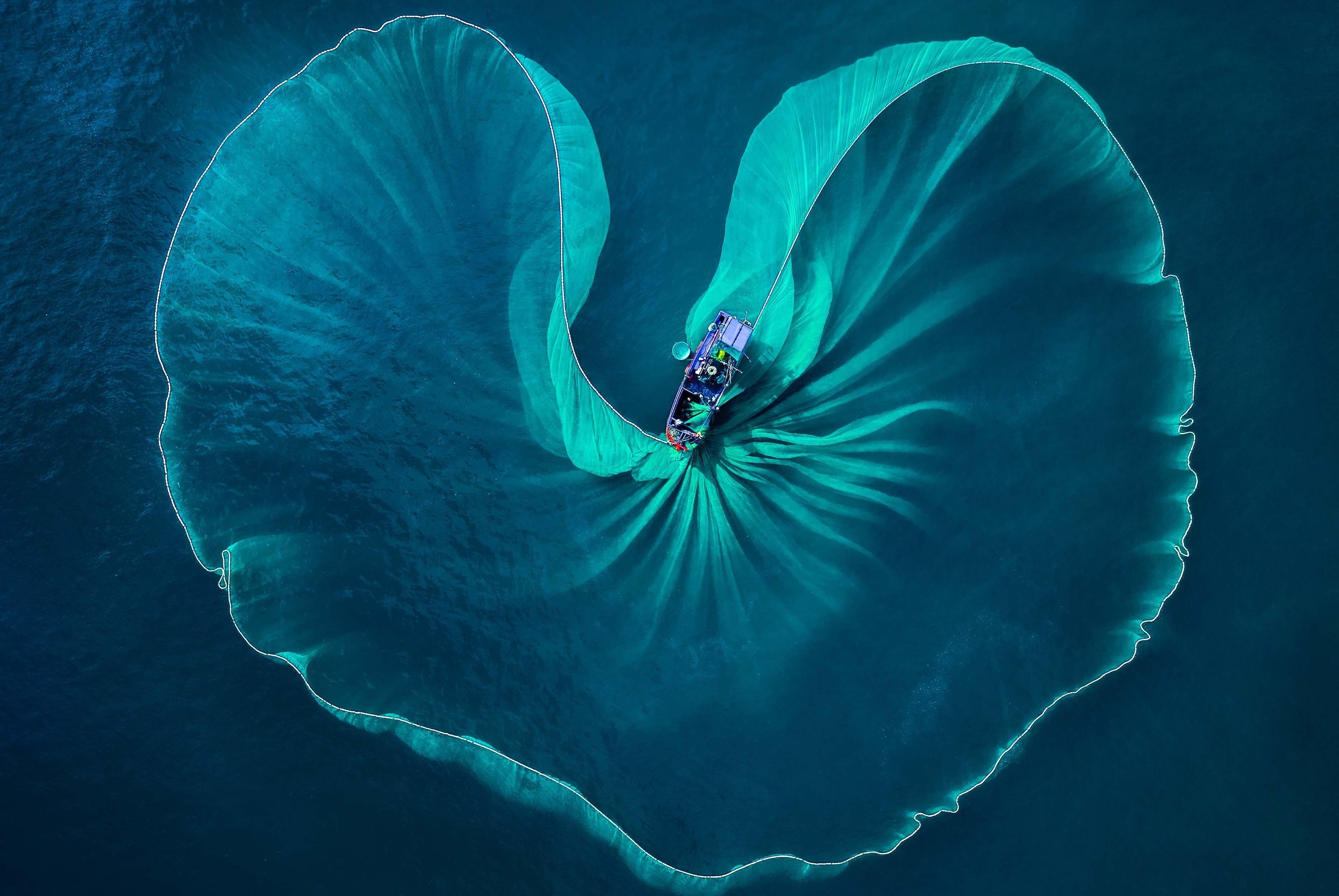 Photo exhibition showcasing Vietnam's beauty hinh anh 1
