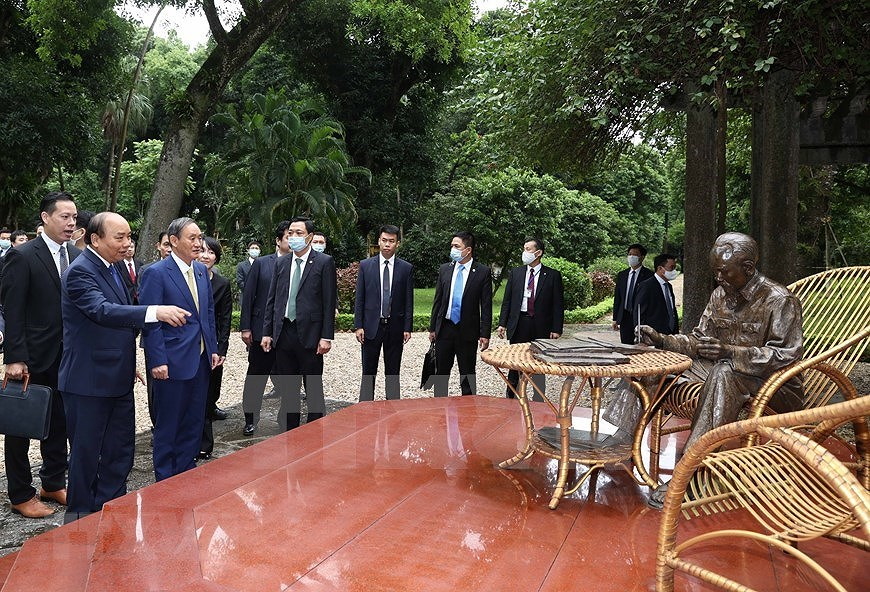 Party, State leader receives Japanese Prime Minister hinh anh 9
