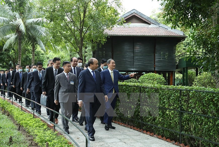 Party, State leader receives Japanese Prime Minister hinh anh 12