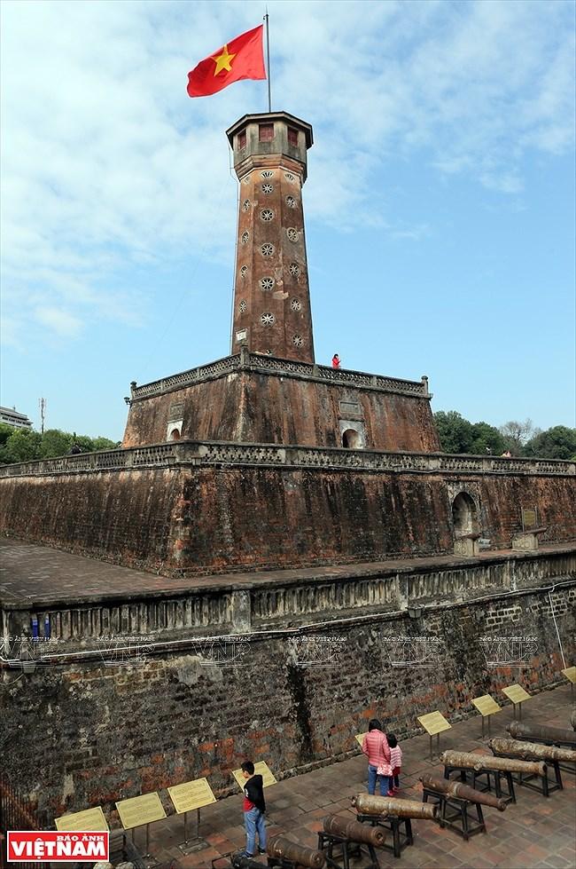 La Torre de la Bandera Nacional: testigo del desarrollo de la capital vietnamita hinh anh 8