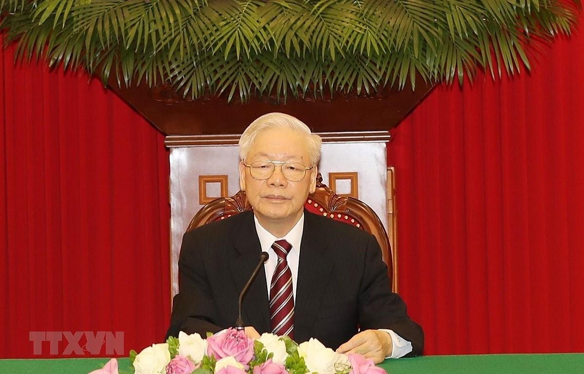 Maximo dirigente de Vietnam ratifica la solidaridad invariable con Cuba hinh anh 1