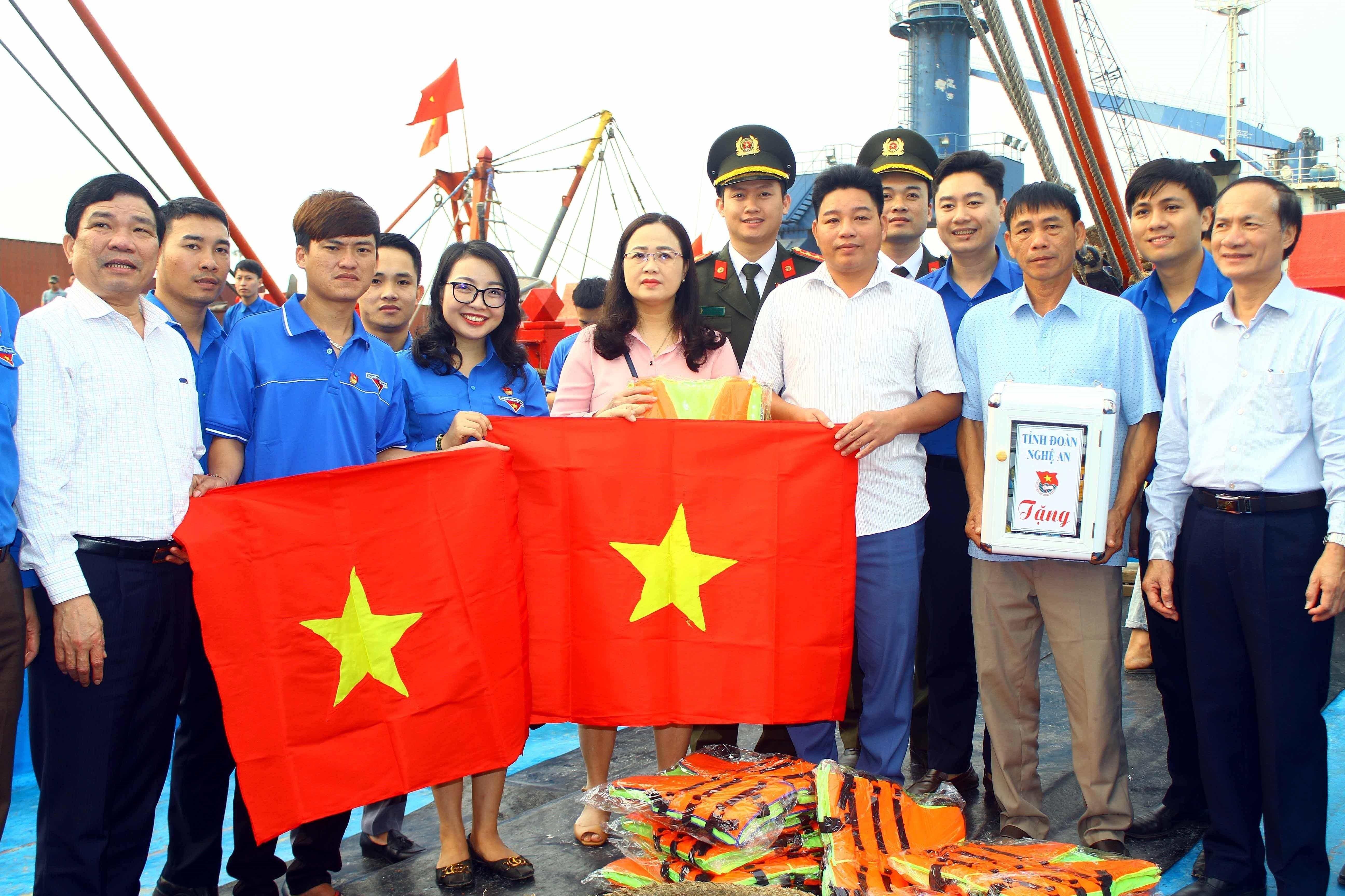 Aniversario 90 de la fundacion de la Union de Jovenes Comunistas Ho Chi Minh hinh anh 9