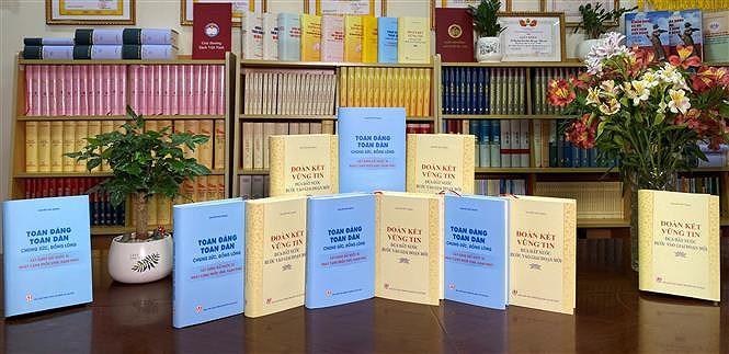 Deux livres riches en theorie et en pratique du leader du Parti Nguyen Phu Trong hinh anh 2