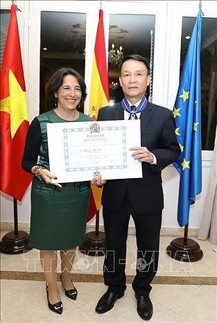Le directeur general de la VNA recoit l'Ordre du merite civil decerne par le roi d'Espagne hinh anh 1