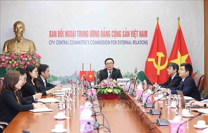 Des responsables du PCV et du PCC s'entretiennent virtuellement hinh anh 1