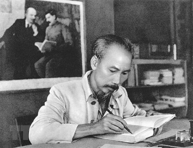 Lancement d'un livre portant sur le President Ho Chi Minh et le Noir hinh anh 1