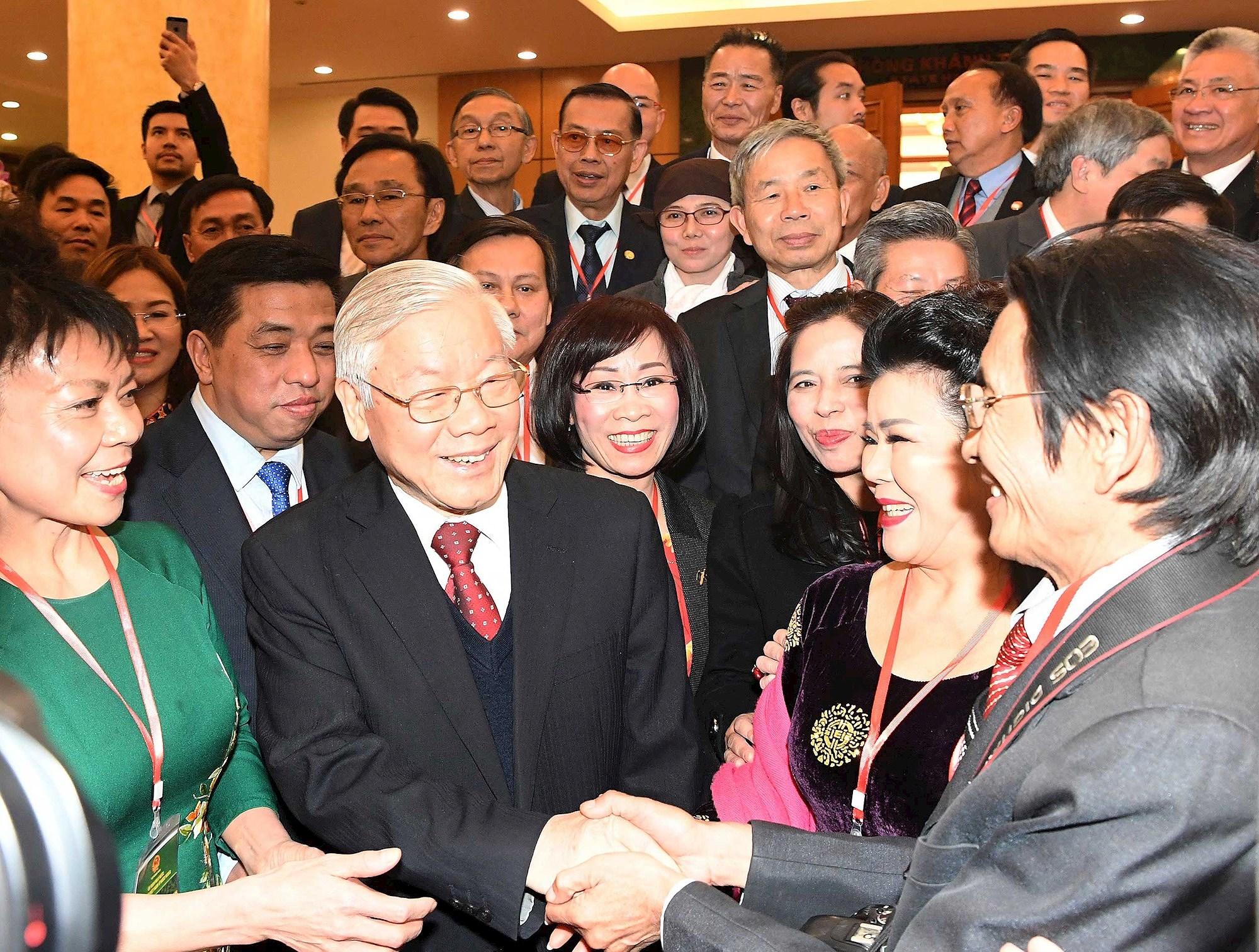 Conclusion du Bureau politique sur le travail lie aux Vietnamiens a l'etranger hinh anh 1