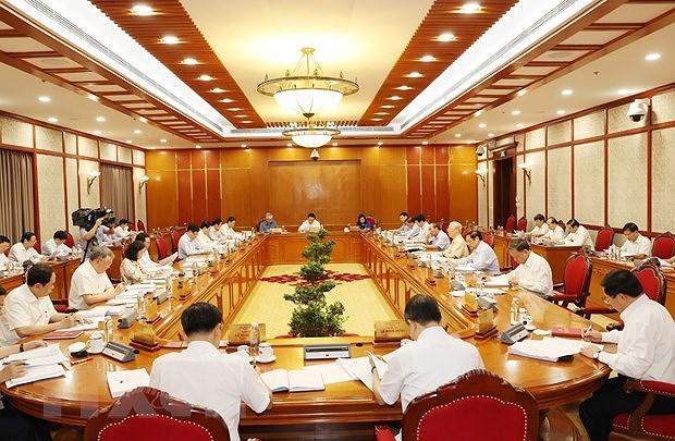 Le Bureau politique travaille sur la situation socio-economique hinh anh 2