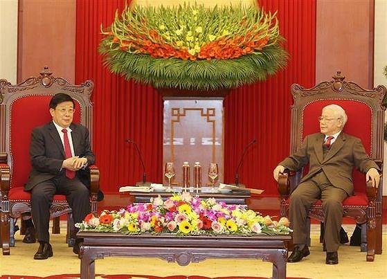 Le Vietnam prend en haute consideration les relations de bon voisinage avec la Chine hinh anh 1
