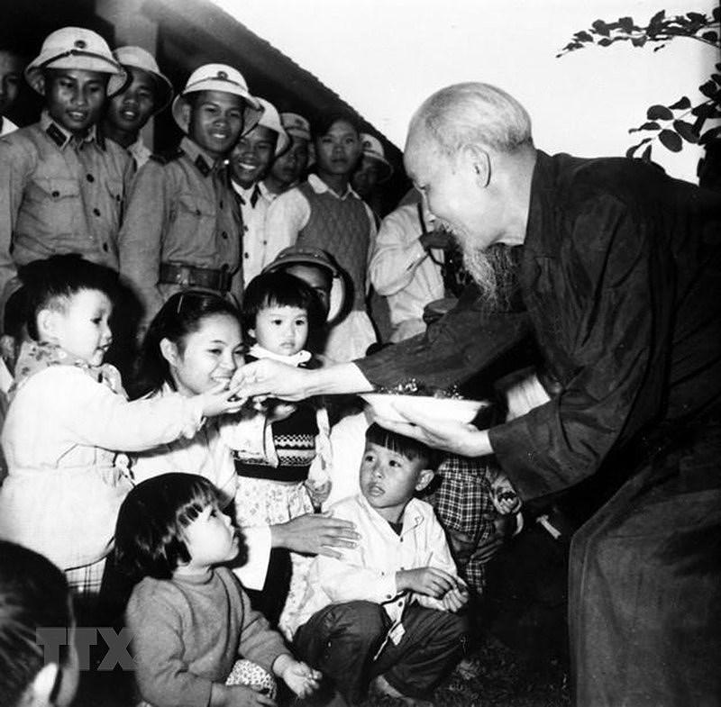 Президент Хо Ши Мин: самыи уважаемыи дядя для детеи hinh anh 12