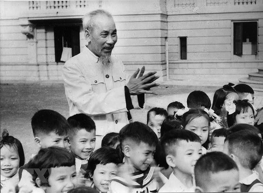 Президент Хо Ши Мин: самыи уважаемыи дядя для детеи hinh anh 1